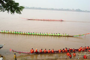 Boat racing in Vientiane