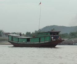 Laos climate - Boat on Mekong River