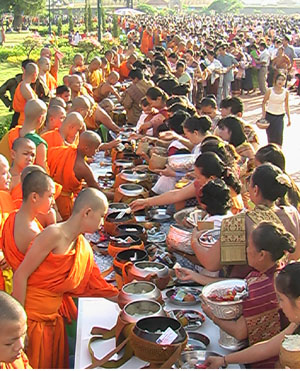 Arm offering at That Luang in morning of the last day of That Luang festival