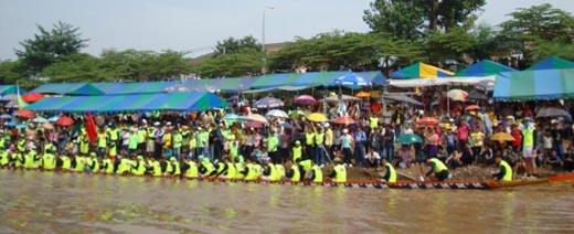 Boat racing in Vientiane
