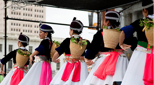Hmong New Year - performing dance