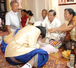 Laos Wedding - bride and groom somma elder
