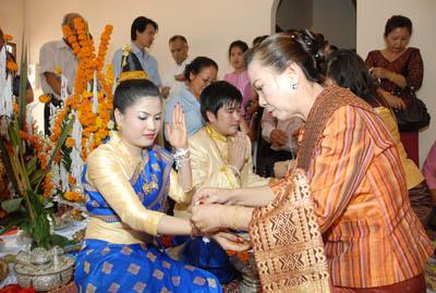 Laos Wedding - baci