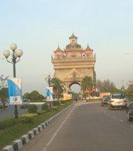 Vientiane, Lane Xang Avenue (Patuxay view)