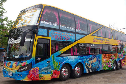 Travel by bus into and around laos for Buss 999 mobilia